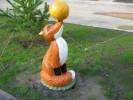 Скульптура - Лиса с колобком (большая) :: Заказать изготовление скульптур из дерева, Вы можете по телефонам: 8 (495) 783-65-09, 8 (495) 518-64-87