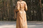 Скульптура - Русская красавица с хлебом-солью (малая) :: Заказать изготовление скульптур из дерева, Вы можете по телефонам: 8 (495) 783-65-09, 8 (495) 518-64-87