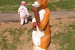 Скульптура - Лисица и гусь (большая) :: Заказать изготовление скульптур из дерева, Вы можете по телефонам: 8 (495) 783-65-09, 8 (495) 518-64-87